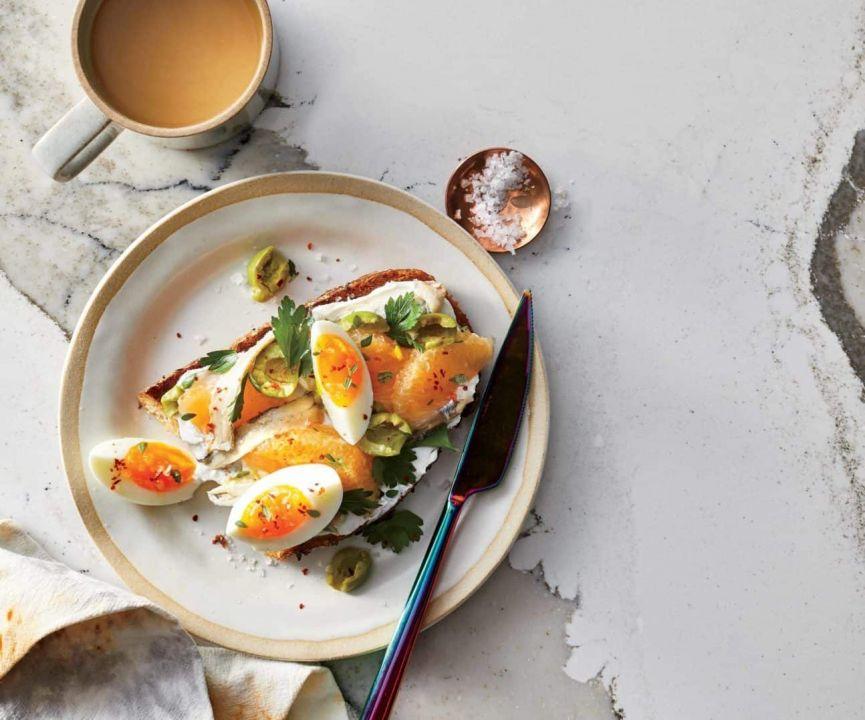 Toast alle olive e pompelmo